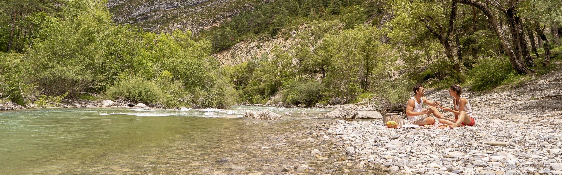 Camping al borde del río